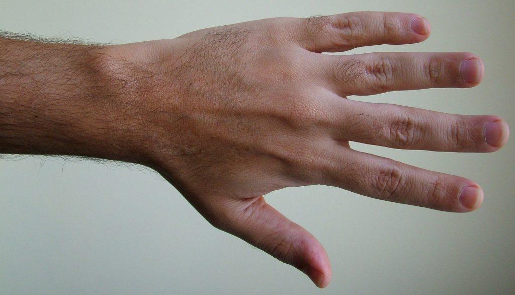 für ein erstes date sind saubere Fingernägel wichtig